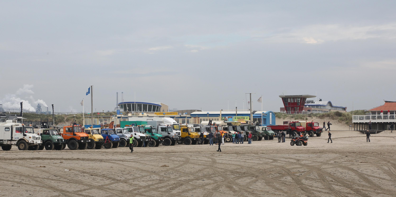 Kennemerstrand, IJmuiden Unimog Strandtreffen NWFoto / Ko van Leeuwen kvl_141011_1246520.jpg / 11-10-2014 12:46:52