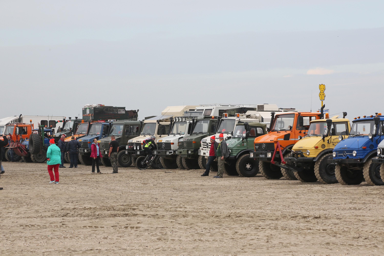 Kennemerstrand, IJmuiden Unimog Strandtreffen NWFoto / Ko van Leeuwen kvl_141011_1250020w.jpg / 11-10-2014 12:50:02